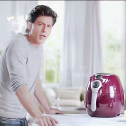 Sharukh Khan with kenstar air pressure cooker